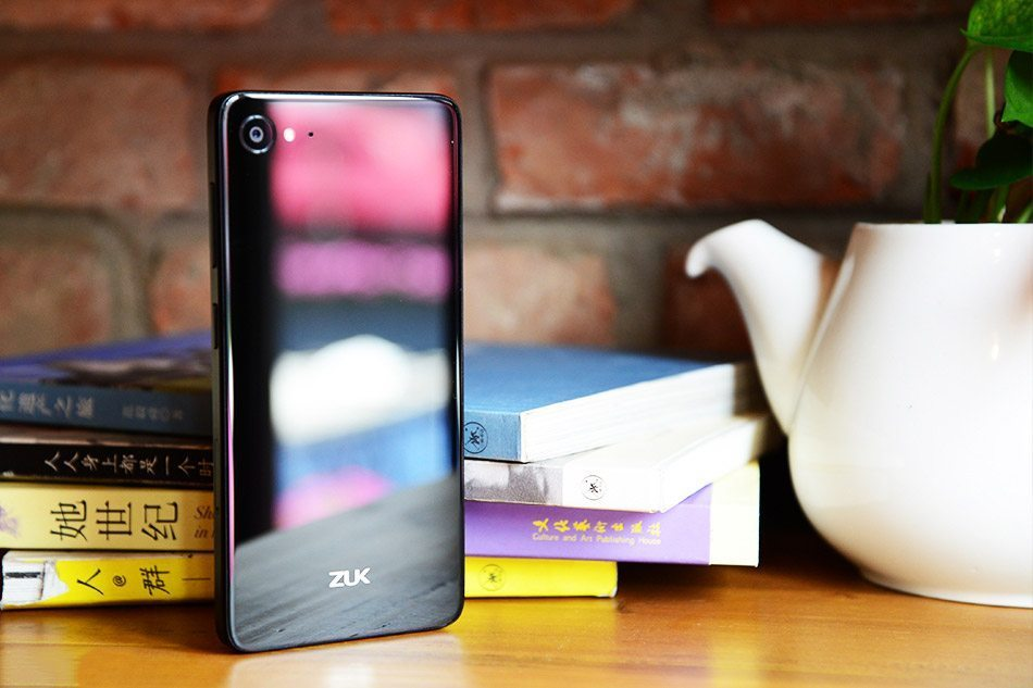 zuk-z2-foto-3