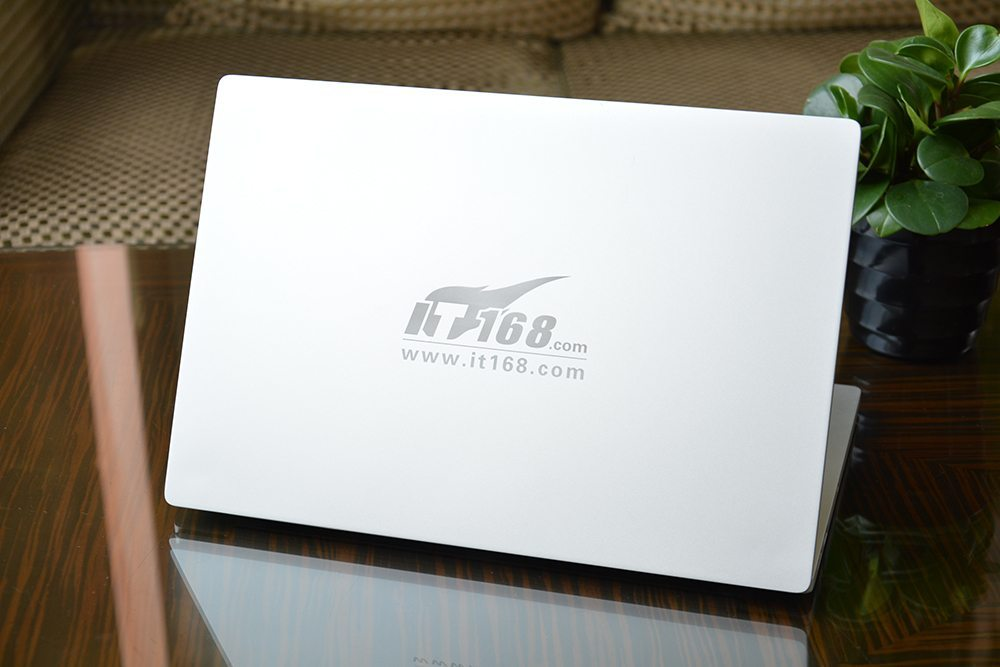 xiaomi-mi-notebook-air-unboxing-fotky (5)