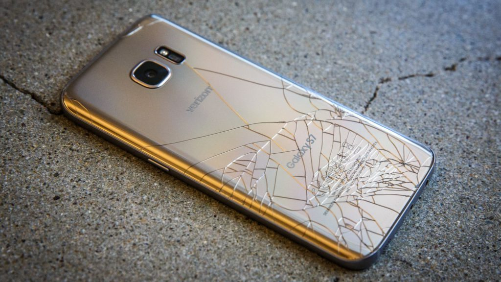 samsung-s7-cracked-broken-6654-001