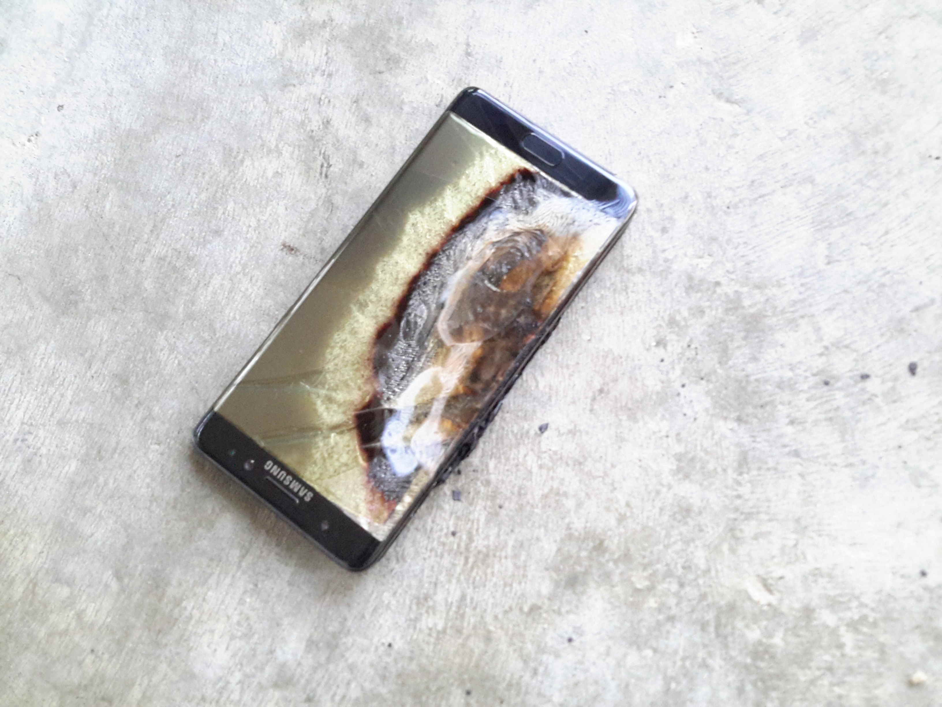 Another-Samsung-Galaxy-Note-7-battery-catches-fire (1)