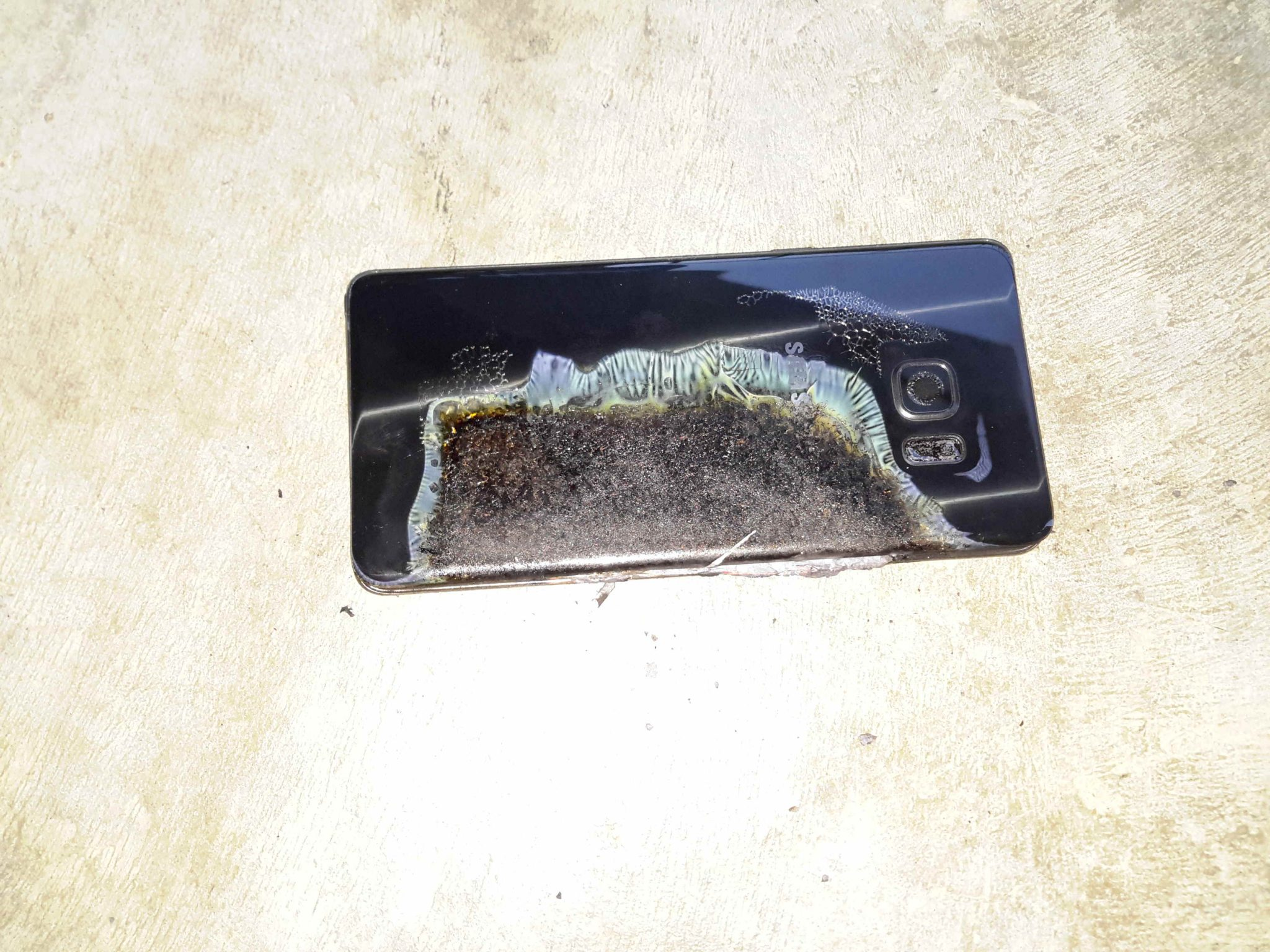 Another-Samsung-Galaxy-Note-7-battery-catches-fire