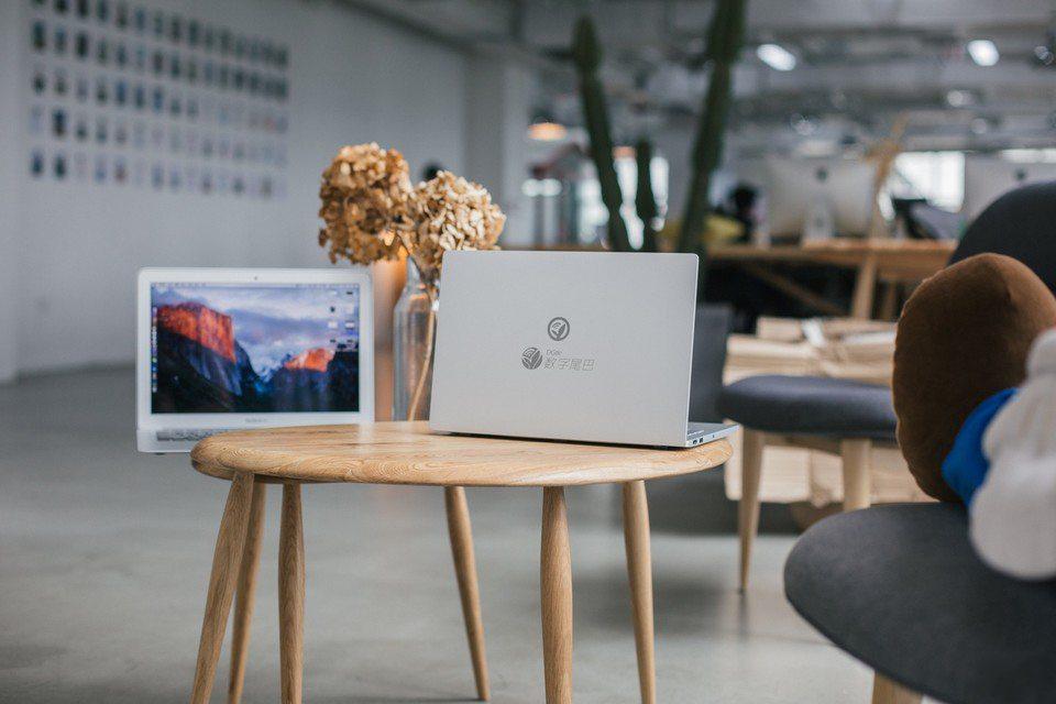 mi-notebook-vs-macbook-air-suboj-foto(12)