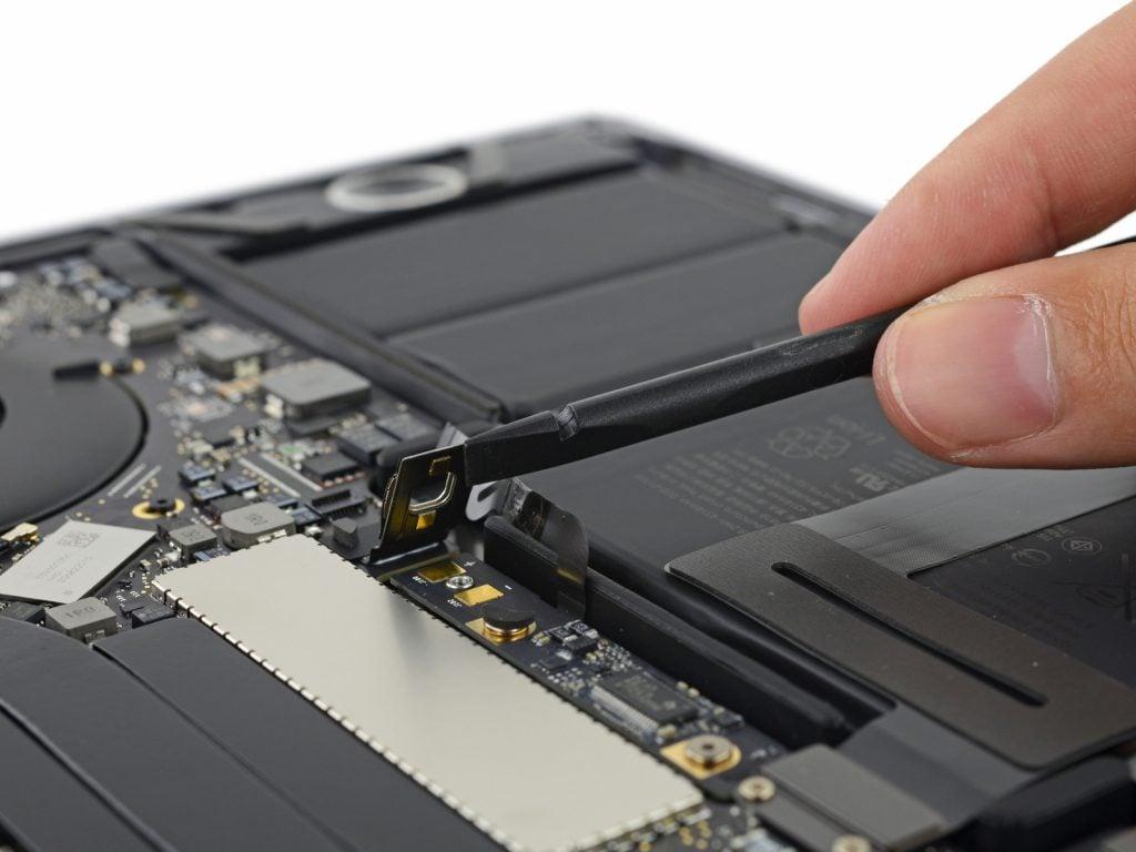 macbook-13-pro-touchbar-teardown3
