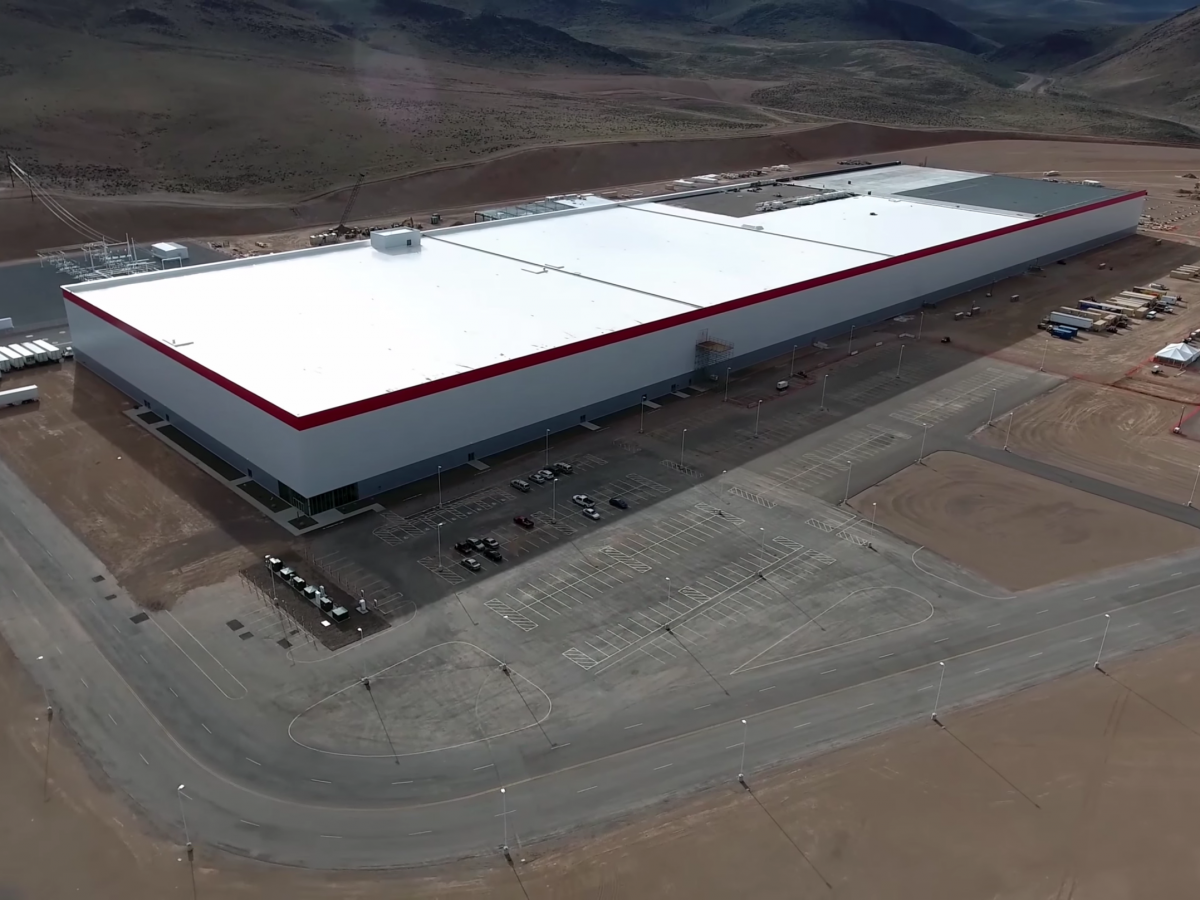 teslas-battery-ambitions-will-be-supported-by-its-massive-battery-plant-the-gigafactory