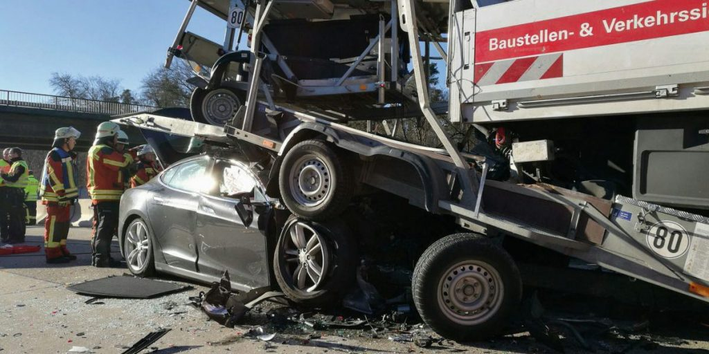 tesla-model-s-nl-crash1-e1480454411971