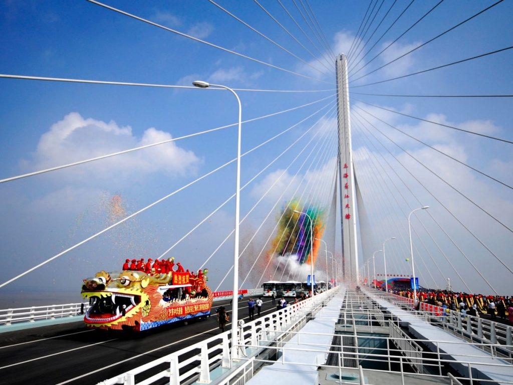 the-shanghai-yangtze-river-tunnel