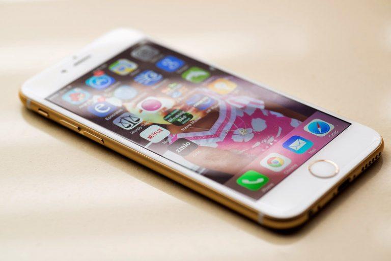 Apple čelí ďalším žalobám v Európe za spomaľovanie iPhonov. Krajiny žiadajú mastné odškodné