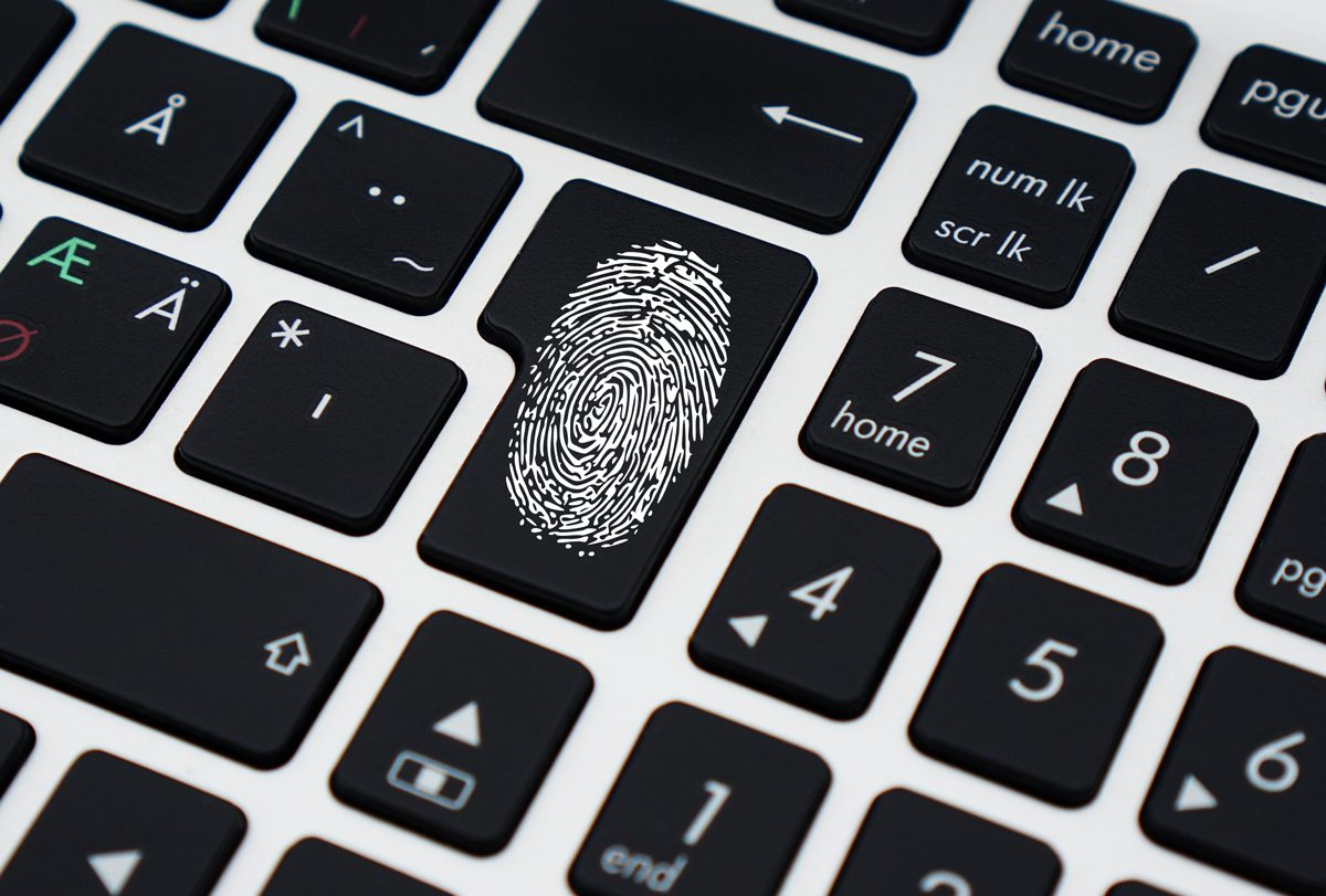 odtlačok prsta na klávesnici