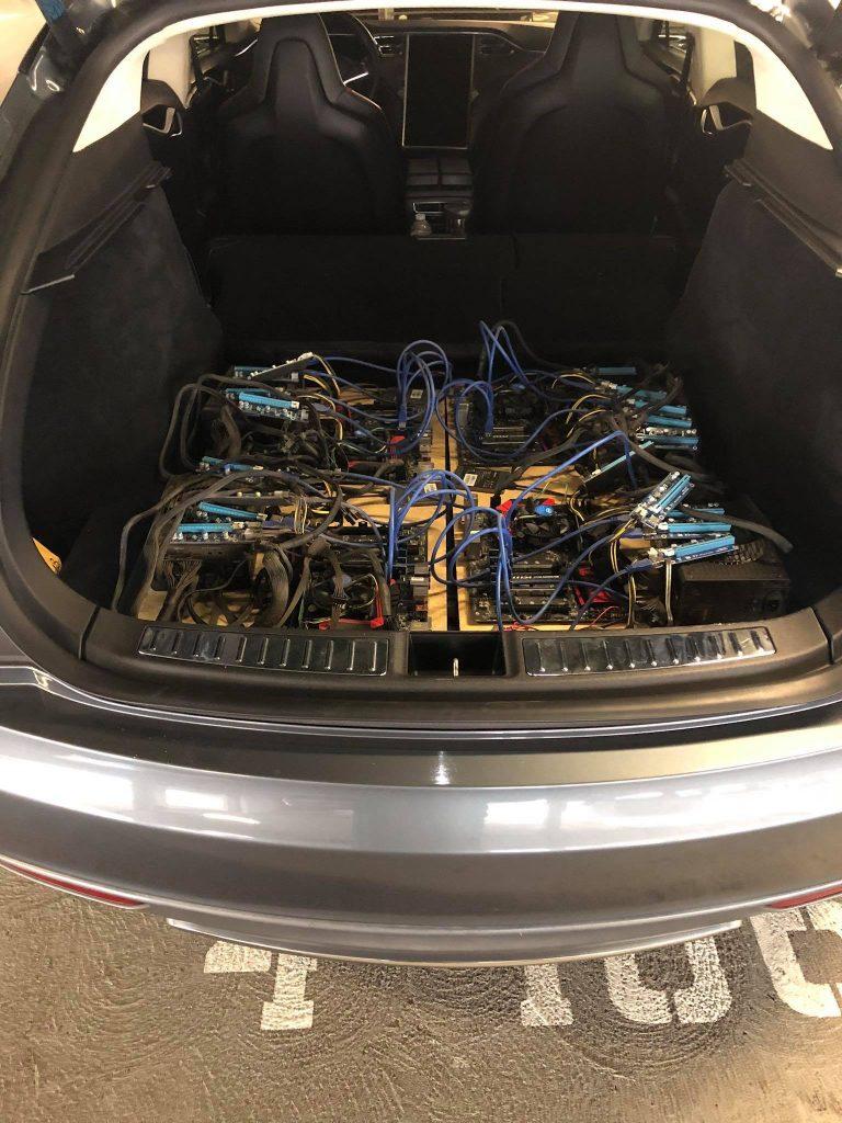 Tesla Model S ťaží kryptomenu