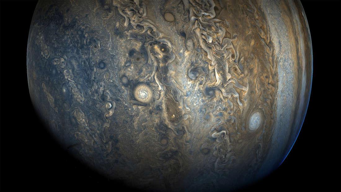 Jupiter zábery zo sondy Juno