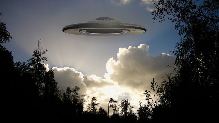 Americkí piloti videli ďalšie UFO, udalosť už vyšetruje FBI. Dočká sa verejnosť pravdivých informácií?