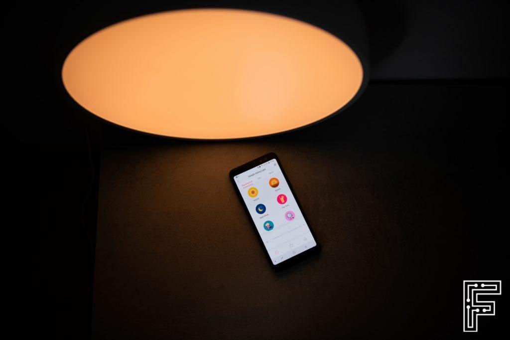 Recenzia | Vyskúšali sme smart lampu s Wi-Fi a ovládaním cez smartfón, ktorou chce Xiaomi pochovať bežné svietidlá