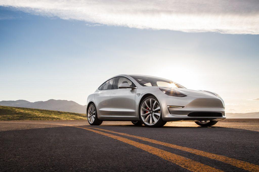 a8d982f7bf Tesla znížila cenu Modelu 3. Dôvodom je neočakávaný výsledok referenčného  programu firmy