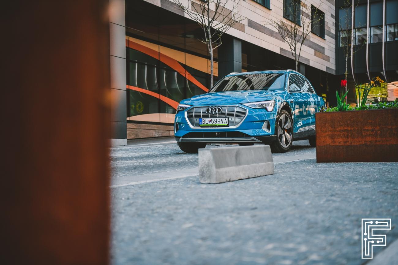 Audi e-tron trápia výrobné problémy, s ktorými roky zápasila Tesla