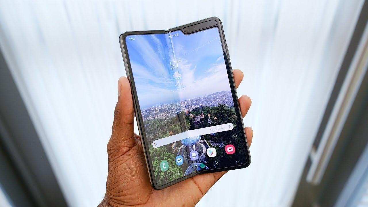 Vysvetlenie: Prečo sa pokazil Samsung Galaxy Fold už po pár hodinách? Je na stole ďalší škandál?