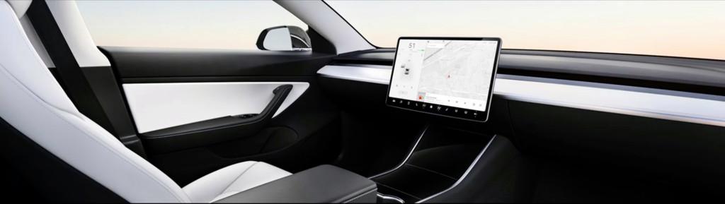Tesla s Muskom idú opäť do extrémnych šialeností. Takto bude vyzerať interiér vozidiel bez volantu