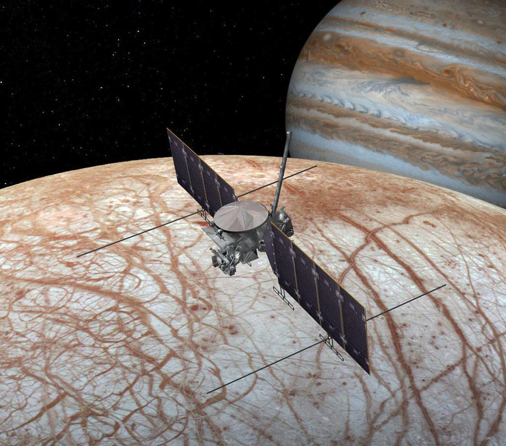 Jeden z mesiacov Jupiteru obsahuje na povrchu soľ
