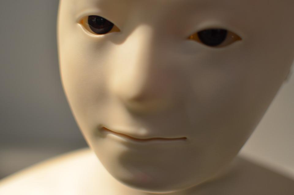 150 000 eur za využívanie tvojej tváre v robotike