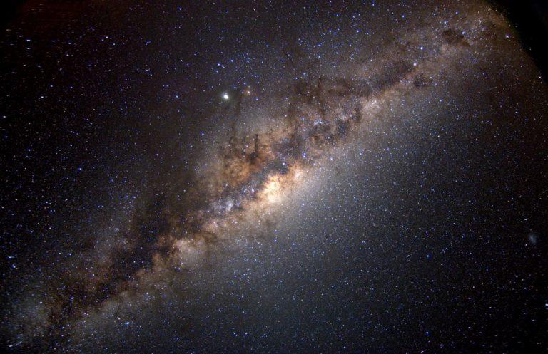 Poznáme najobývateľnejšie oblasti Mliečnej dráhy naprieč celou jej históriou. Tá najbezpečnejšia ťa prekvapí