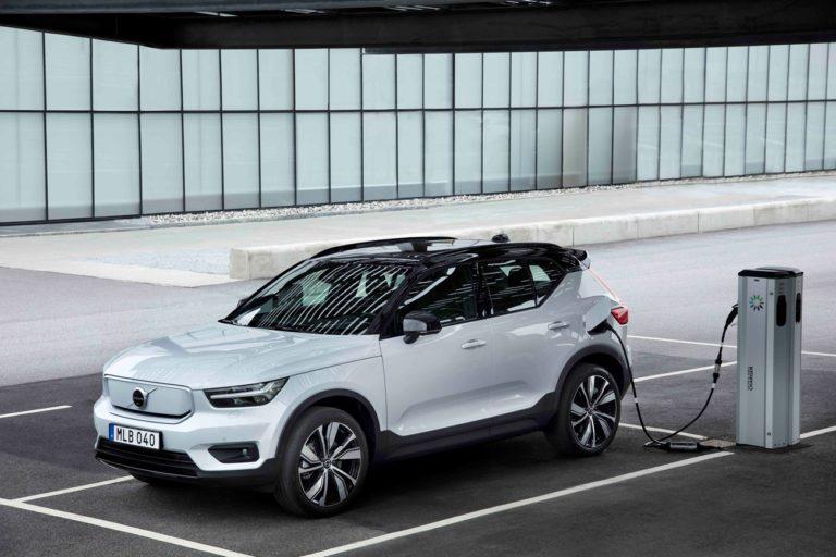 Koniec spaľovákov. Ďalšia známa automobilka Slovákov ohlásila dátum, odkedy vyrobí už len elektromobily