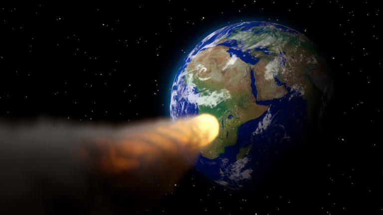 Slovenskí astronómovia pomáhajú spresniť dráhu nebezpečnej planétky, ktorá vraj mohla zasiahnuť aj Zem. Ako to s ňou teraz vyzerá?