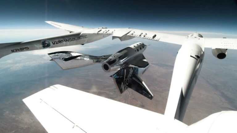 Turistická vesmírna loď potrebuje vážne úpravy, Virgin Galactic odkladá komerčné lety