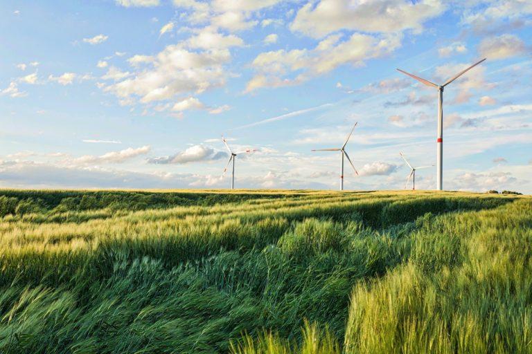 Dokázali sme to. Európa prekonala výrobou z obnoviteľných zdrojov fosílne palivá