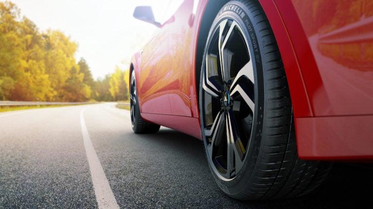 Prvé na svete: Pre elektromobily vyrobili prvýkrát špeciálne pneumatiky, zvyšujú dojazd a kúpiš ich už aj na Slovensku