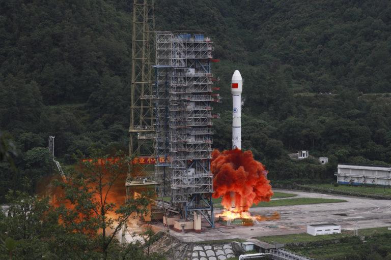 Čína pripravuje svoju kráľovskú raketu, prekoná aj americkú SLS či Saturn V. Chcú ňou letieť na Mars