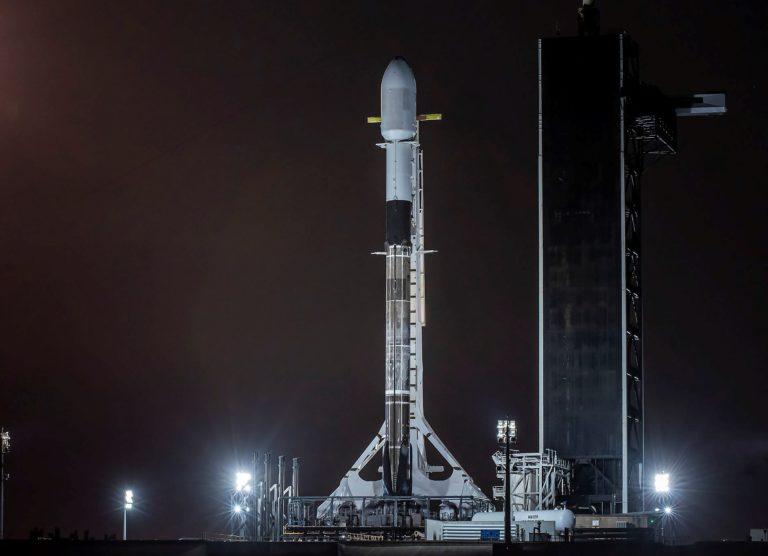 Falcon 9 zlomil významný rekord. SpaceX vynáša do vesmíru ďalšie Starlinky