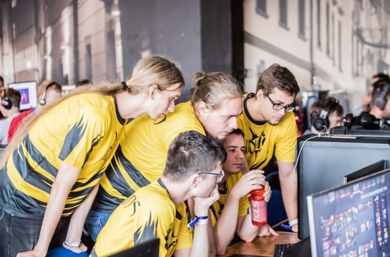 Študenti zabojujú na Univerzitných majstrovstvách SR v e-športe o tisícky eur. V hre je postup na európsky pohár