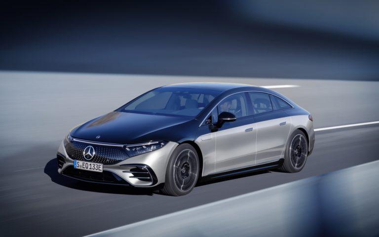 Najpokročilejší elektromobil sveta je tu. Mercedes EQS búra všetky predsudky a prináša ultimátny dojazd