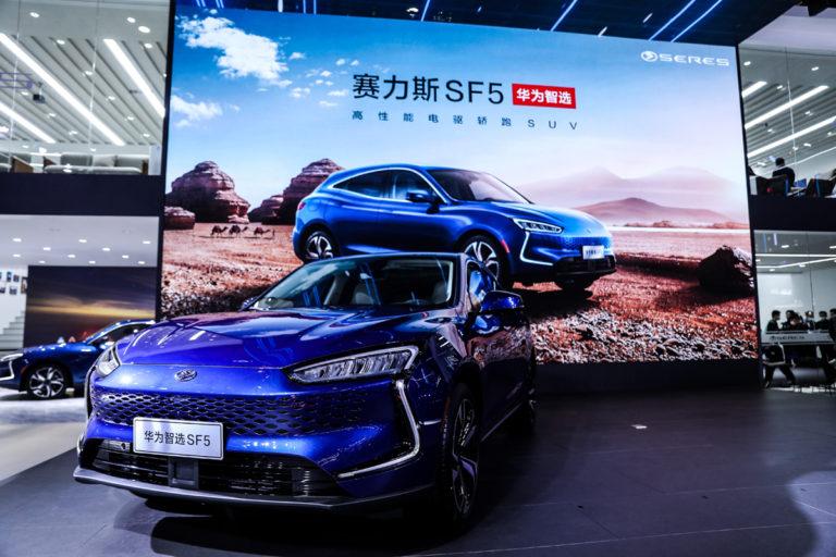 """Prekvapenie z čista jasna. Huawei predstavil """"svoj elektromobil"""", ktorý zmätie špecifickým pohonom"""