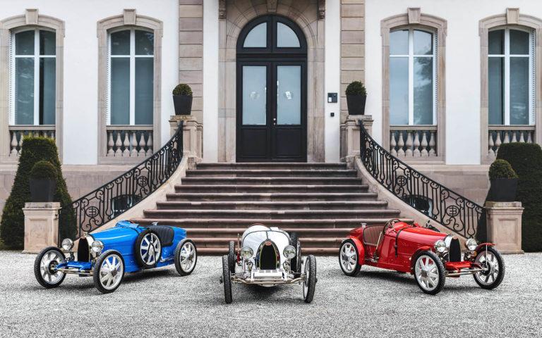 """Malá britská firma vyrába pojazdnú repliku legendárneho Bugatti, ľudia si jej """"autíčka"""