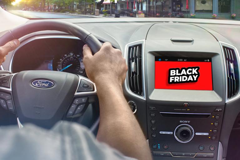 Z billboardov rovno do áut. Ford pohltí vodičov reklamami na displejoch palubného počítača