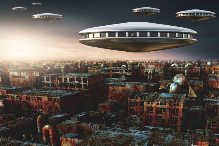 Študovaním UFO prepíšeme fyzikálne a biologické zákony. Vedci by sa mali prebrať, tvrdí známy absolvent MIT