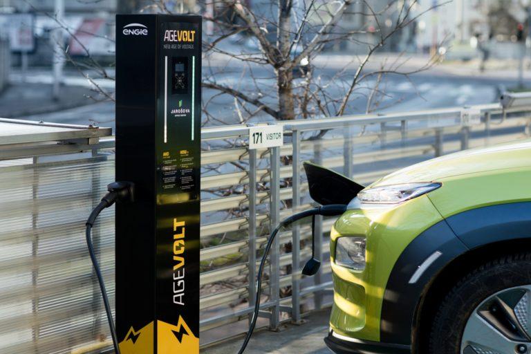 Slovenský startup vyvíja revolučný systém nabíjania elektromobilov. Dostal investíciu 1,2 milióna €