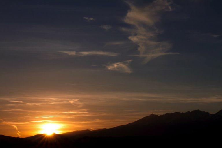 Slovensko čaká letný slnovrat a zažijeme niečo neobvyklé. Noc nepríde niekoľko dní, Slnko úplne nezapadne
