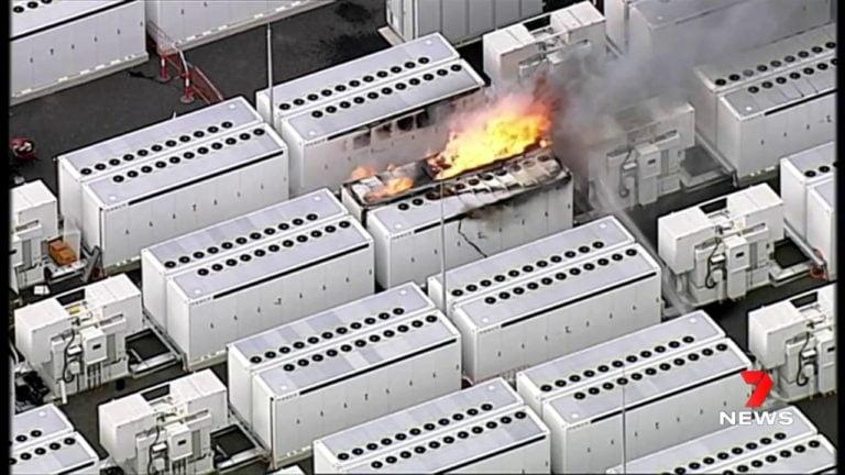 Požiar, ktorý nie je možné uhasiť. Megabatéria Tesly sa nečakane vznietila