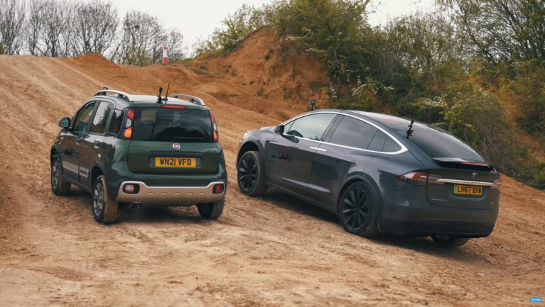 Hrozný výsledok: Model X pohorel pri off-roade s Fiatom Panda, test odhalil kritickú stránku Tesly