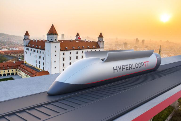 Trať chceli postaviť aj na Slovensku. Muskov Hyperloop je bezodná jama na peniaze, ľudí hnevá svojim smerovaním
