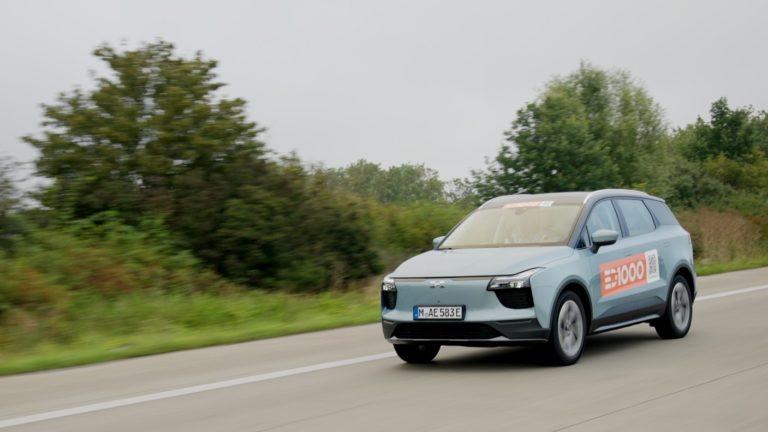 Čínskym elektromobilom prešli naprieč Nemeckom. Ísť naplno, alebo spomaliť na 115 km/h?