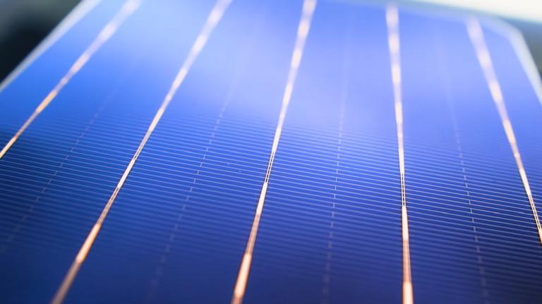 Vyrobili revolučné solárne články. Dosiahli rekordnú účinnosť aj bez vzácneho kovu