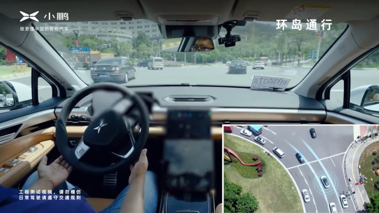 Má sa Tesla začať báť? Čínsky konkurent ukazuje na videu autopilota v rušnej premávke, zvládol krízové situácie