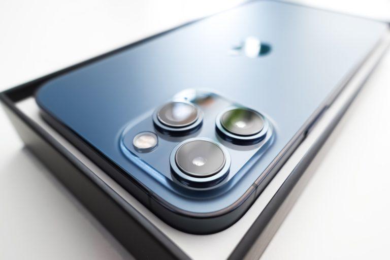 Chceš vymeniť pokazený smartfón? Možno sa dá len opraviť